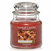 Świeca średnia Yankee Candle Cinnamon Stick