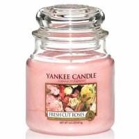 Świeca średnia Yankee Candle Fresh Cut Roses