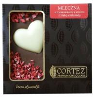 Czekolada mleczna z truskawkami z sercem z białej czekolady 100g Cortez