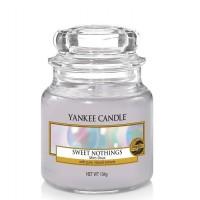 Świeca średnia Yankee Candle Sweet Nothings
