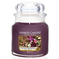 Świeca średnia Yankee Candle Moonlit Blossoms